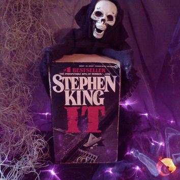 Stephen King  IT  Vintage Book First Signet Printing Copyright 1986 Horror Supernatural Fiction Halloween Paperback Read