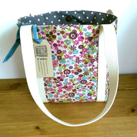 Floral shoulder bag lined with grey polka dot fabric. Practical everyday small tote bag ideal for ipad