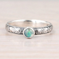 Opal ring sterling silver with 4 mm real opal, Ethiopian Welo Opal, genuine gemstone, Mother's ring, October birthstone, Handmade ring