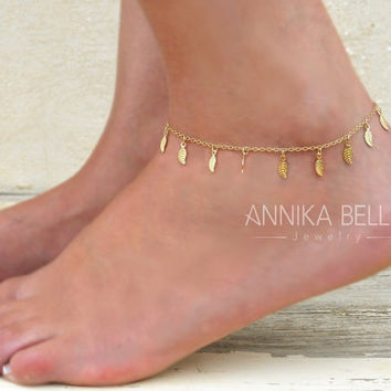 Dainty leaf Charms Anklet, Gold leaves Anklet, Delicate Gold Anklet, Layering Anklet, Gold Foot Jewelry, leaves Ankle Bracelet.