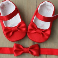 Red satin baby girl Christmas shoes and bow headband, red princess shoes and headband, party outfit, gift set