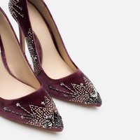 EMBROIDERED HIGH HEEL SHOES
