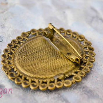 Real Flower Resin Brooch - Real rose in resin, Pressed Flower Jewelry - Resin Brooch - Resin Jewelry, Antique Bronze Frame, Rose Brooch
