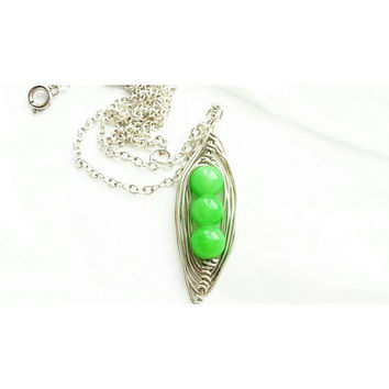 Three pea necklace, 3 peas in pod, pea pod necklace,  green necklace, green pea pod, mothers necklace, pea pod jewelry,  gift for her