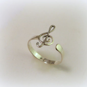 Silver treble clef ring / violin clef ring
