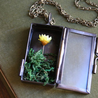 A Touch of Yellow - Daisy Terrarium Shadowbox Necklace - Woodland, Nature Jewelry - Botanical Collection
