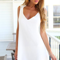 Women's White V-neck Sleeveless Backless Dress