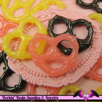 6 pieces Candy PRETZELS Resin Decoden Kawaii Flatback Cabochon 25x21mm