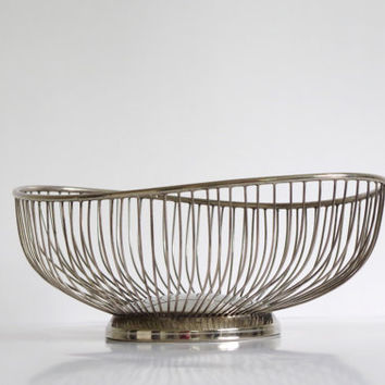 vintage oval fruit bowl // vintage silver basket / mid century modern fruit bowl / silver plated wire bread basket / vintage centerpiece