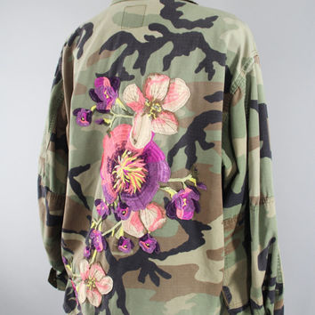 SALE - Vintage US Army Embroidered Camo Jacket / Military Camouflage Coat / Purple Peach Floral Embroidery / XL Xxl Plus