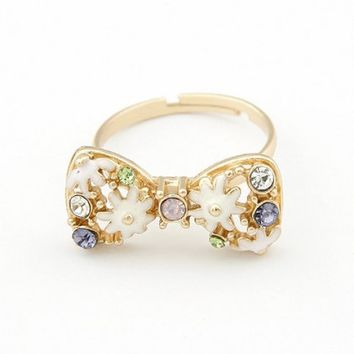 FREE SHIPPING  White Sweet Bow Daisy Opening Ring 10112939 from GowithGalaxy