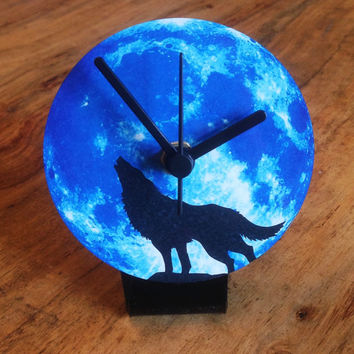 Howling Wolf silhouette on moon Clock for work desk or table top