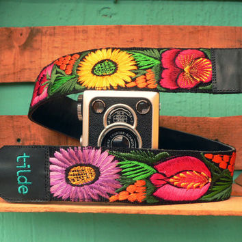 Leather camera strap with traditional Guatemalan embroidery - Jardín (Garden) in violet, orange, red, yellow, green - JDC1
