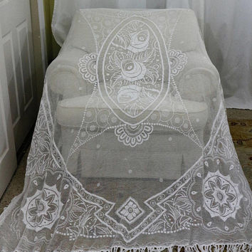 French Country White Filet Lace Bed Cover, Sheer Bed Cover with Fringe, Twin Bedspread, French Country, 1920s, Antique Linens