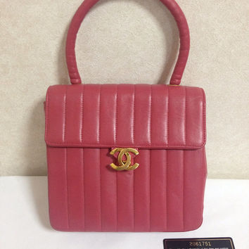 Vintage CHANEL deep pink lambskin vertical stitch handbag purse with gold tone CC closure. Make you look even more chic.