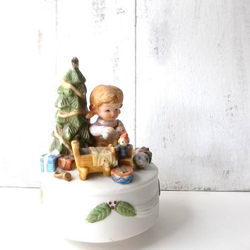 Silent Night Vintage Christmas Musical Figurine. Christmas Tree. Girl w Dolly. Victorian Style Ceramic Musical FigurineWind up Collectible.