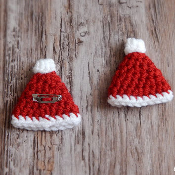 Christmas Brooch Santa Hat Pin Holiday Jewelry Crochet Winter Hat Kids Brooch New Year Party Supplies Interesting Stocking Stuffers Xmas Pin