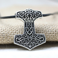 1pcs Nordic Vikings Amulet Pendant Necklace Legendary Viking Odin's Knot Hammer Pendant Necklace Talisman