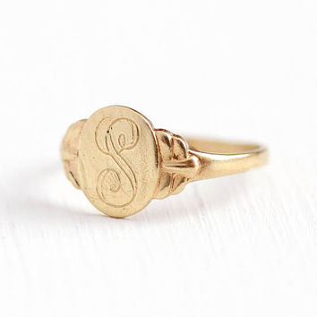 Vintage Signet Ring - 10k Rosy Yellow Gold Engraved Letter S Initial - Retro 1940s Size 4 1/4 Monogram Oval 40s Fine Jewelry Gift for Her