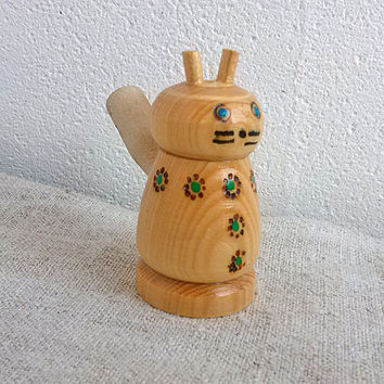 Vintage wooden whistle cat Retro small song cat Wooden figurine Noise maker Primitive toys Miniature rustic toy Music ethnic instrument