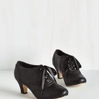 Vintage Inspired Dance It Up Heel in Black