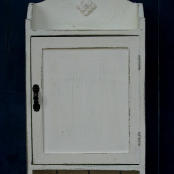 KEY BOX, KEY Cabinet, Wall Hanging Keys Hanger - Cream Shabby Chic Key Holder