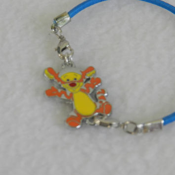 So Cute! TIGGER Character from Winnie the Pooh Charm Bracelet   JJH 9092453
