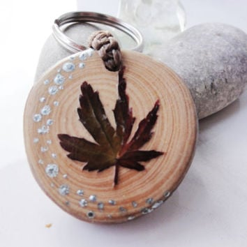 Natural Wooden Keychain Keyring With Natural Leaf. Souvenir Keychain Handicrafts Key Chain. Wood Slice Keyring. Keyrings real wood and leaf.