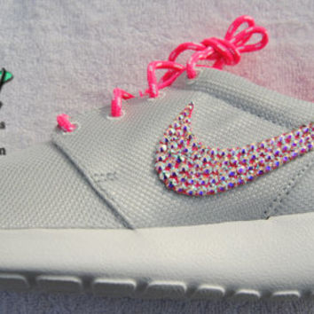 Girls' / Women's Platinum / Pink -Nike Roshe Run