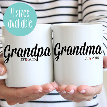 Grandma and Grandpa Mugs, Mug Set, Grandparent Mugs, Grandpa Est, Grandma Est Pregnancy Reveal Ideas, New Grandparents, New Grandma, Grandpa