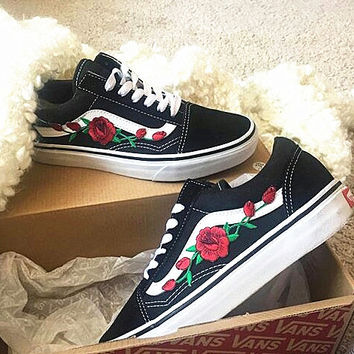 30d55db8614d88 Vans Classics Old Skool Flowers Embroidery Rose Black White Snea