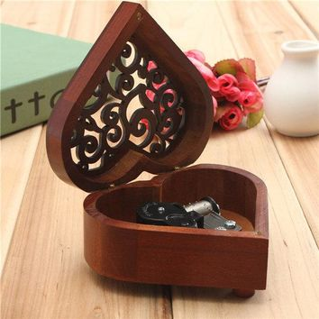 Retro Heart-shaped Carving Wooden Wind-up Music Box Birthday Gift Present Home Decor