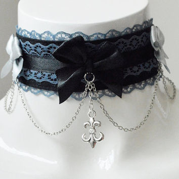 Gothic choker - Graveyard maiden - goth kitten play collar - black and grey - with chains and pendant - halloween vampire costume cosplay