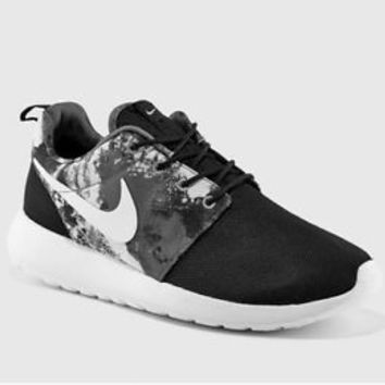 NIKE WOMEN'S ROSHE ONE PRINT BLACK  COOL GREY  WHITE ROCHE RUN 599432-010 Sz 6