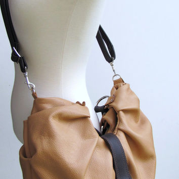 Large pleated leather convertible purse - Vanilla & Chocolate