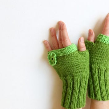 Fingerless Gloves / Hand knit with a soft yarn / Winter Trends 2013 Collection. / Shamrock / EtsyXO. St. Patricks Day. Winter fashion.