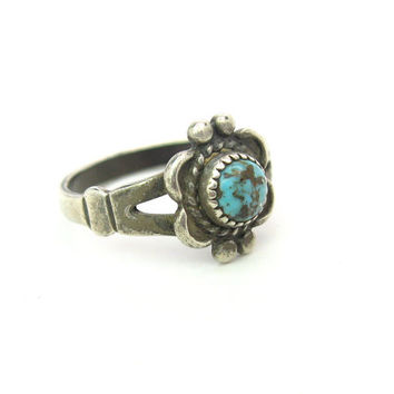 Native American Ring. Turquoise, Sterling Silver. Bell Trading Post, Navajo Style. Dainty Flower. Vintage 1960s Southwestern Jewelry. SZ 6.5
