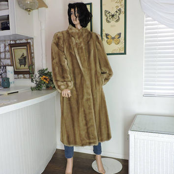 Vintage long faux fur coat / size S / M / beige long faux mink coat / honey blonde fake fur full length coat / Tisssavel made in USA