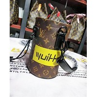 Louis vuitton fashion hit with a casual shopping bag with a printed shoulder bag for women