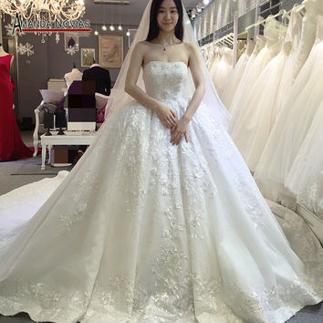 Luxury Designer Wedding Dress 2016 Strapless Court Train Beaded Lace Ball Gown Wedding Dress