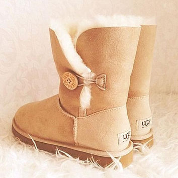 """UGG"" with the buttons on the boots and bowknot boots"