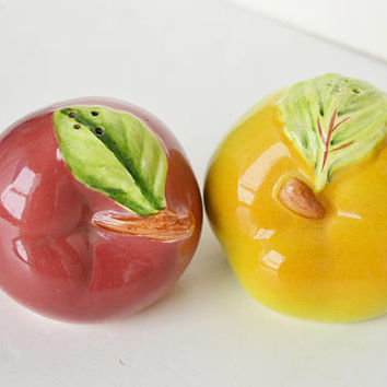 porcelain apples, salt and pepper, porcelain shakers, porcelain decoration, green apple, red apple, apple decoration,