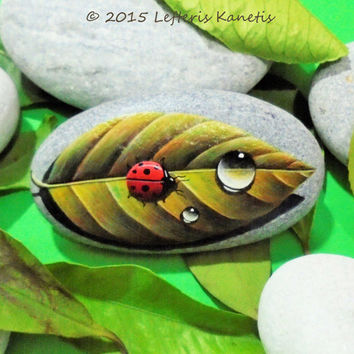 Painted Stone Ladybug With Drop on a Leaf ! Is Painted with high quality Acrylic Paints and finished with Glossy varnish protection.