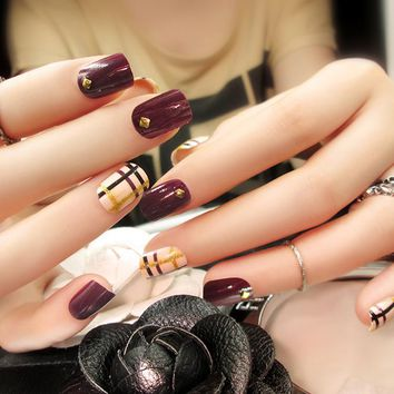 24pcs High Quality Charming Fake Nail Wine Red Rivet Strip Design Nail Art False Tips Medium Full Cover False Nails