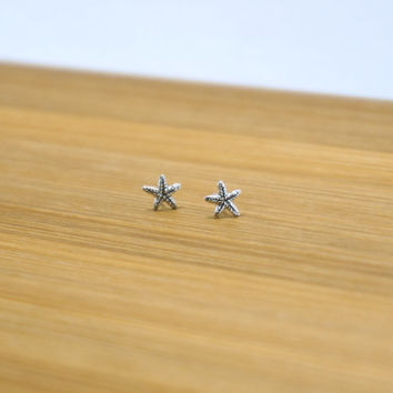 Tiny Starfish stud earrings, Starfish Sterling Silver Stud, Starfish Earring, Cartilage Stud, Minimalist Jewelry, Everyday jewelry, Gift
