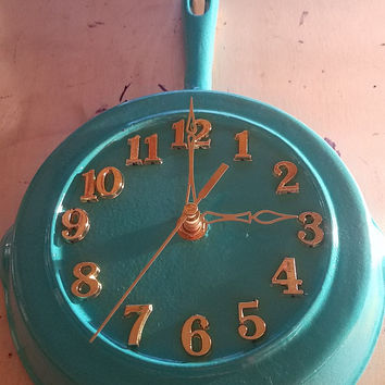 Teal Round Rustic Country Authentic Lodge Cast Iron Skillet Frying Pan Clock