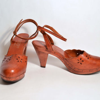 Vintage 70s Wooden Platform Leather Ankle Strap Boho Hippie Shoes/Dead Stock Unworn Vintage Platforms/Penny Lane Gypsy Rocker Shoes SZ 9