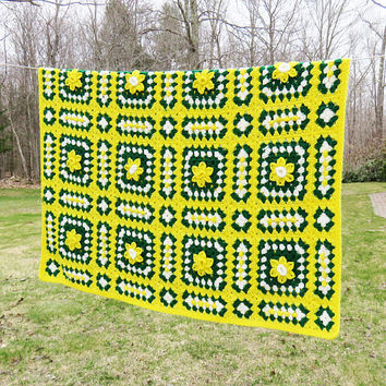 Yellow green white crochet afghan throw blanket with flowers - Cottage chic home decor - Vintage crochet bedding 66 x 54 in