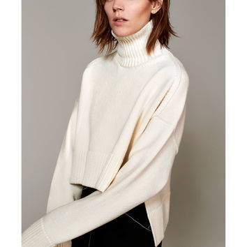 STUDIO WOOL SWEATER WITH A RAISED COLLAR DETAILS