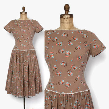 Vintage 50s NOVELTY Print DRESS / 1950s Cocoa Brown Fruit & Flower Carts Cotton Dress M